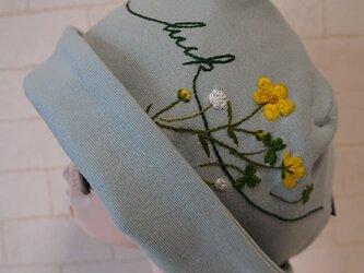 コットン素材スパンフライスニット生地で作ったニット帽(きんぽうげとクローバー)の画像