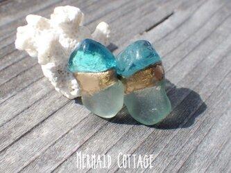 Grotta Azzurra 青の洞窟ガラスとシーグラスの金継ぎピアス☆チタンポスト☆アレルギー対応の画像