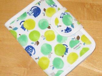 通帳ケース/母子手帳ケース★ネコと青りんご柄(グリーン)の画像
