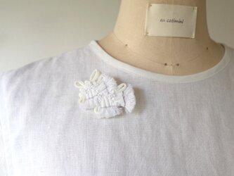 ♡半額sale♡白い布ブローチ pli cfle bcbの画像