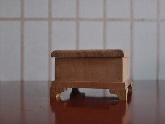楓縮み杢蝶番付き小箱の画像