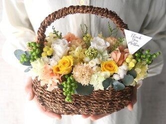 [誕生日プレゼント・結婚祝い・ご両親贈呈品} Flower basket orange carnation  -yellow-の画像