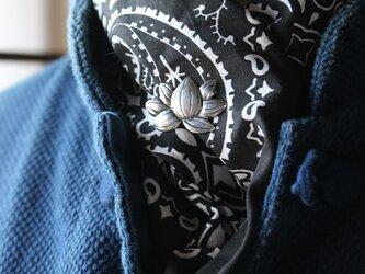 シルバーのピンブローチ「蓮」の画像