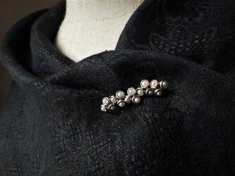 SV真珠の実のブローチの画像
