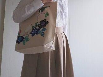 文鳥とクレマチス 手描き染め 帆布トートバッグ Mサイズの画像