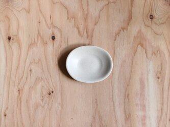 たまご型の豆皿 白の画像