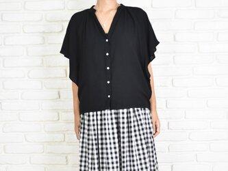 シンプルなスキッパーシャツ <ブラック>の画像