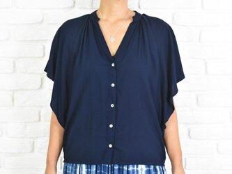 シンプルなスキッパーシャツ <ネイビー>の画像