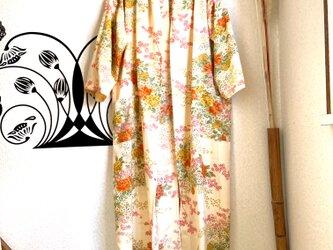 春から羽織れる着物から作ったローブ 山笑うの画像