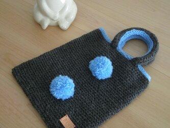 毛糸ボンボンミニバッグの画像