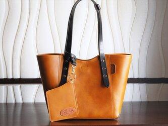 ★大人のためのオイルレザー・贅沢ミニトートバッグ:キャラメル・ビスケットの画像