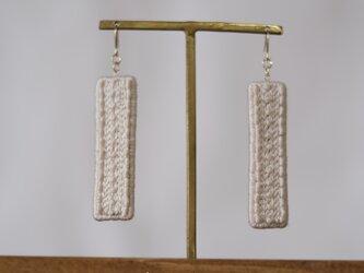 whipped earrings (long/white)の画像