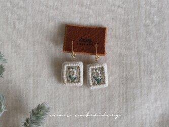 lily earringsの画像