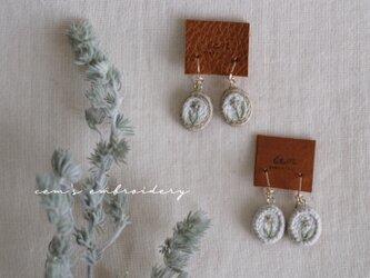 spring star flower earrings Aの画像
