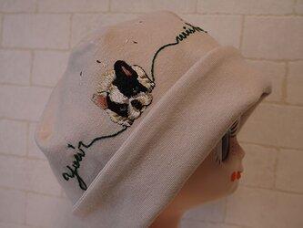 コットン素材スパンフライスニット生地で作ったニット帽(ブルちゃんとたんぽぽ)の画像