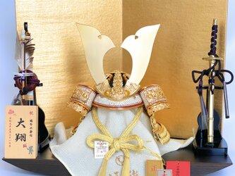 【五月人形】【コンパクト】【端午の節句】【平台飾り】白鐘(しろがね)6号兜平台飾り ダークカラーの画像