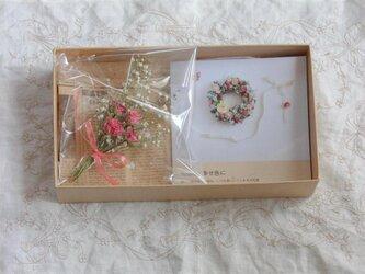 (母の日にも)写真集とミニブーケ*プレゼントボックス Pの画像