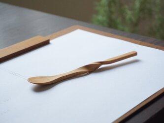 ひねった木のスプーン(ブラックチェリー)A006-0の画像