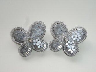 花蝶+月 ビーズ刺繍ブローチの画像