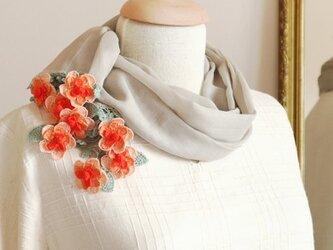 【再販】立体レース 花のコットンストール「マーガレット/2辺」ベージュ&オレンジの画像