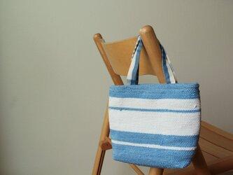 裂き織りプチバッグ・ブルーボーダーの画像