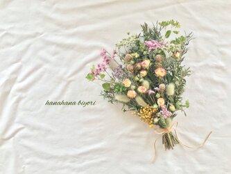 爽やかなミニ薔薇のブーケ・スワッグの画像