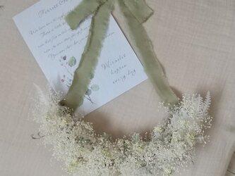 カスミソウとレースフラワーの Airly wreath(グリーリース プリザーブドフラワードライフラワー ギフト)の画像