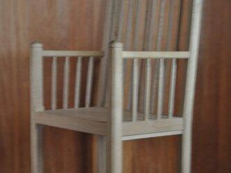 ミズナラ肘掛け椅子の画像