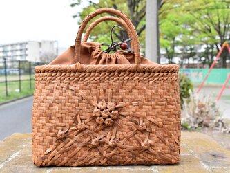 山葡萄(やまぶどう)籠バッグ   小六角花束嵌入網代編み(片面)   巾着と中布付き   2021新品の画像