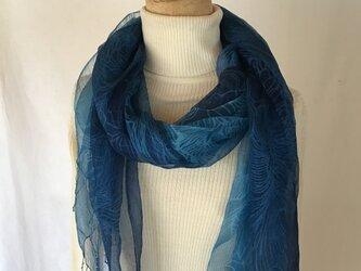 草木染め シルクストール 花模様 藍の画像