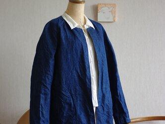 藍染めリネンデニムのハーフコートの画像