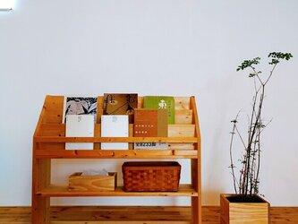 ■優しい木目のブックシェルフ/絵本棚/マガジンラック/シェルフ/アイアン/無垢/松/パインの画像