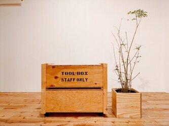 ■木目引き立つキャスター収納ボックス(重ね置きOK)/おもちゃ箱/ラーチ合板/リビング収納/隙間収納の画像