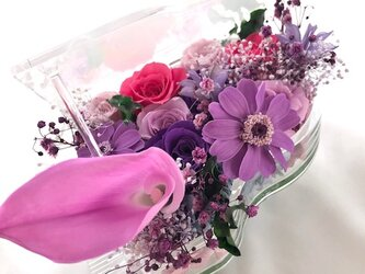 【プリザーブドフラワー/グランドピアノシリーズ】カラーとパープルローズと小花の美しい旋律(フラワーケース付き)の画像