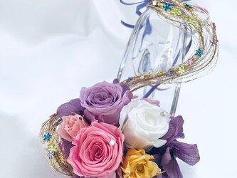 【プリザーブドフラワー/ガラスの靴ミニシリーズ】パープルドレスのプリンセスの金色の髪の魔法のミニサイズのガラスの靴の画像