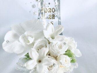 【プリザーブドフラワー/胡蝶蘭と薔薇ジャスミンのガラスの靴】シンデレラの魔法の時間【フラワーケースリボンラッピング付き】の画像