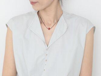 One grain coral necklace 41cmの画像
