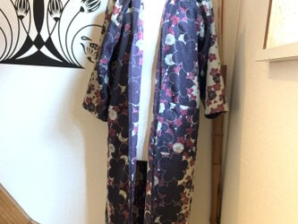 春から羽織れる着物から作ったローブ 風光るの画像