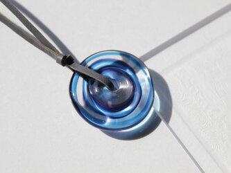蜻蛉玉の革紐ネックレス〈波紋/青×紫〉/2021-11の画像