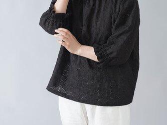 【wafu】リネンエンブロイダリーレース ハイネック シャーリング ブラウス チュニック やや薄/ブラック t052c-bck2の画像