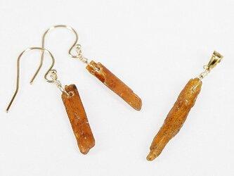 *原石を飾る*オレンジカイヤナイト原石のピアス&ペンダントトップの画像