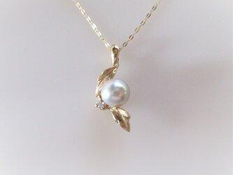 あこや真珠とダイヤとリーフのペンダント(K18)の画像
