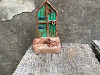 old door(太った猫のいる)の画像