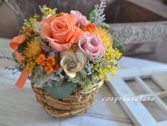 【母の日2021】オレンジの華やぎバスケットアレンジの画像