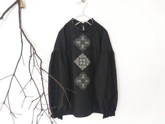 [ もみの木様 order ] ソロチカ刺繍のリネンブラウス -black-の画像