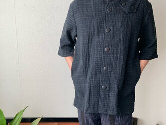 肩ワンサイドベルト前開き手織り綿半袖メンズブラウス  黒無地の画像