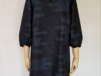大島紬 フリル襟ギャザー袖ワンピースの画像
