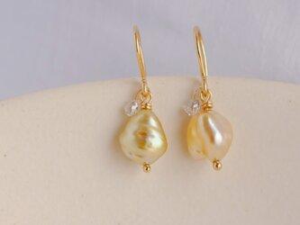 Little treasures charm earrings drop goldの画像