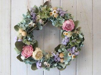芍薬と紫陽花のパステルカラーリースの画像