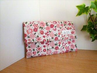 ふた付きファスナーポーチ(赤い花)マスクポーチ 通帳入れ・お財布にもの画像
